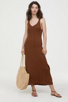Žebrované šaty - Tmavá velbloudí srst - ŽENY  e43c8882e0