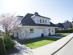 Garage Doors, Mansions, House Styles, Outdoor Decor, Home Decor, Destinations, Viajes, Decoration Home, Manor Houses