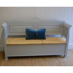 English Farmhouse Furniture Farmhouse Entry Bench @LaylaGrayce