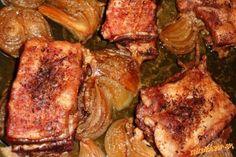 Mäsko umyjeme,kožu odrežeme,nakrájame na menšie kúsky(posekať si ich nechám aj u mäsiara),popicháme ...