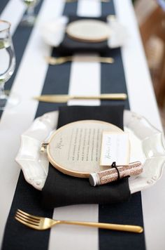 Black and white and gold table setting (lovelygirlsevents.com)