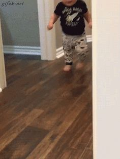 When I'm high as shit and try to get some munchies but I see my parents in the kitchen - www.viralpx.com