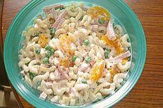 Nudelsalat wie von Oma! Mit Mandarinen, Erbsen, Butterkäse und Fleischwurst. Sehr gutes Rezept. Probiert es aus. :)