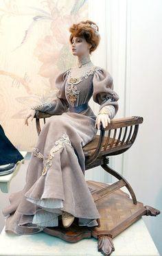 Victorian Dolls, Victorian Women, Dollhouse Dolls, Miniature Dolls, 1800s Fashion, Vintage Fashion, Vintage Dresses, Nice Dresses, Realistic Dolls