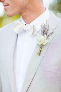 Flores para o noivo: o pormenor perfeito para o look dele! Image: 9