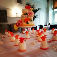 Brides cake with matching little ones