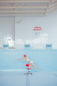 Poetic Picture Series in a Pool Without Water – Fubiz Media