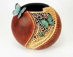 Made from a gourd. love the detail
