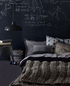 60 Men's Bedroom Ideas – Masculine Interior Design Inspiration Give your dull, boring bedroom a touch of sexy, masculine style with ideas and decor inspiration. Chalkboard Walls, Black Chalkboard, Diy Chalkboard, Masculine Interior, Monochrome Interior, Deco Design, Design Design, Design Trends, Bedroom Decor