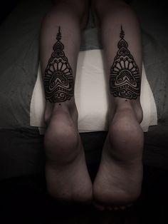 ornamental back leg tattoos by guy le tattooer Unique Tattoos, Beautiful Tattoos, Cool Tattoos, Tatoos, Back Of Leg Tattoos, Tattoos For Guys, Random Tattoos, Ankle Tattoos, Guy Le Tattooer