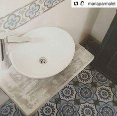 Toilette en casa particular, #porcellanato Urbá 56,7x56,7 y guarda 14x56,7