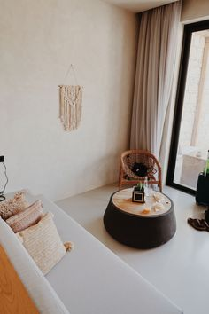 Friday Hangs Out Sleep Early, How To Wake Up Early, Interior Styling, Interior Design, Have A Shower, Clear Blue Sky, Macrame Bag, A Perfect Day, Scandinavian Interior