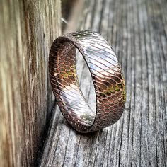 Quick photo of the last SuperChunk bands with full filaments. If you missed out don't worry, I'll have more available in a few months. The 60/40 style is still available on EarthChunks.com in the SHOP section. This is superconductor of the finest quality from @copper444. #superconductor #copper #titanium #weddingband #wedding #mens #ring #SuperChunk #earthchunks #weddingring #mensfashion #fashion #bespoke #art #oneofakind #rings #macro #mensjewelry