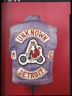 im from detroit and im in a motorcycle club and i like the old school clubs that… Motorcycle Vest, Motorcycle Clubs, Vintage Biker, Vintage Denim, Harley Davidson, Biker Clubs, Old Motorcycles, Biker Patches, Color Club