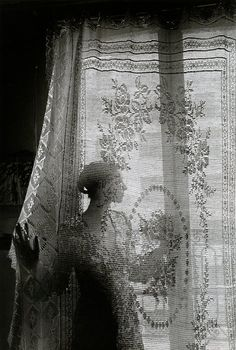 ☾ Midnight Dreams ☽ dreamy & dramatic black and white photography - Paris, France, 1970 From Édouard Boubat Robert Doisneau, French Photographers, Through The Window, Light And Shadow, Vintage Photographs, Black And White Photography, Monochrome Photography, Old Photos, Art Photography