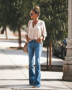 Flip Side Bell Bottom Denim Pants Outfits I love! Mode Outfits, Casual Outfits, Jean Outfits, Womens Jeans Outfits, Womens Fashion Outfits, Classic Fashion Outfits, Womens Fashion For Work, Office Outfits, Ladies Fashion