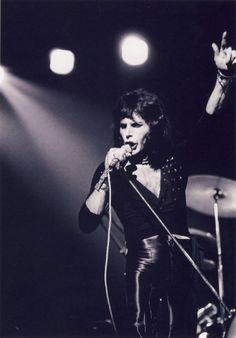 Freddie Mercury of Queen. John Deacon, Brian May, Roger Taylor, Queen Photos, We Will Rock You, Somebody To Love, Queen Freddie Mercury, Queen Band, Killer Queen