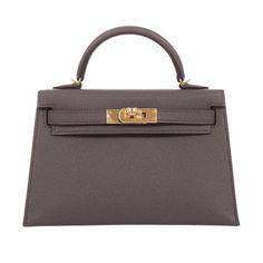 New edition Hermes Kelly you have never seen before! Hermes Store, Hermes Bags, Hermes Handbags, Hermes Birkin, Bag Closet, Trendy Purses, Fashion Bags, Women's Fashion, Fashion Ideas