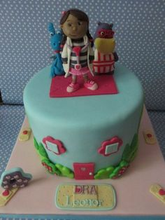 Doc McStuffins - Dra Brinquedos - Cocolate mud cake, covered in chocolate ganache and decorated with fondant.