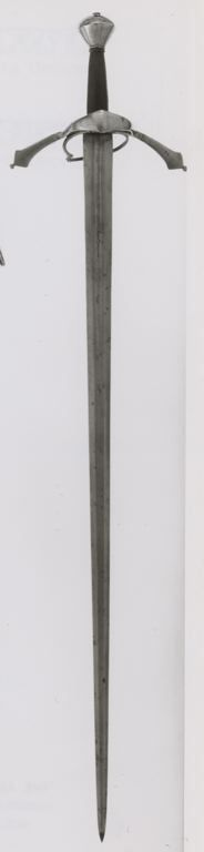 Austrian    Riding Sword, early 17th century    Steel, wood, leather, brass