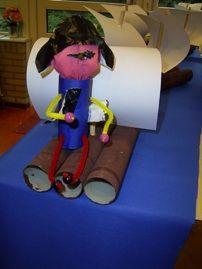 www.jufjanneke.nl | Een piraat op een vlot Sea Crafts, Too Cool For School, Recycled Crafts, Classroom Themes, Peter Pan, Sailing, Kindergarten, Craft Projects, Recycling