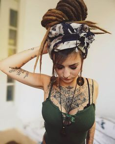 White Girl Dreads, Dreads Girl, Et Tattoo, Tattoo Und Piercing, Dreadlock Hairstyles, Cool Hairstyles, Dreads Styles, Hair Styles, Mundo Hippie