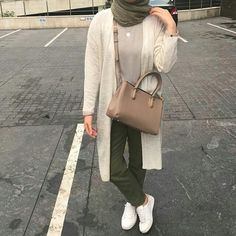 Fashion Inspo Summer Beautiful 29 Ideas For 2019 – Hijab Club Hijab Fashion Summer, Street Hijab Fashion, Muslim Fashion, Trendy Fashion, Fashion Outfits, Street Outfit, Fashion Clothes, Spring Fashion, Fashion Ideas