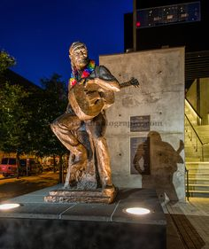 Willie Nelson statue - Austin, Texas  I want to see this when I go to Austin this weekend!!!