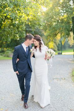 Be inspired by Laura Jayne & Ronan's spectacular destination wedding at Villa Grabau in Tuscany, beautifully styled with so many elegant details! Top Wedding Trends, Wedding Styles, Unique Weddings, Real Weddings, Boho Gown, Bridal Jumpsuit, Beautiful Moments, Wedding Couples, Tuscany