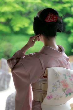 Ruffle Blouse, Hair, Women, Fashion, Geisha, Photos, Moda, Fashion Styles, Fashion Illustrations
