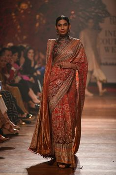 indian designer wear Ever wondered what is Tarun Tahiliani Lehenga Prices? Check out the latest bridal collection along with new lehenga pictures and prices. Christian Wedding Sarees, Wedding Sari, Indian Wedding Outfits, Desi Wedding, Indian Weddings, Wedding Dresses, Saree Jacket Designs Latest, Wedding Saree Blouse Designs, Saree Blouse Neck Designs