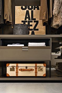 Sectional custom walk-in wardrobe GLISS WALK-IN Gliss Collection by MOLTENI