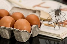 TIP OF THE DAY! ---- Do you want to check if the egg is still good? Here's a quick test: fill a small bowl with water and put the egg in it. A fresh one will sink to the bottom and lay on its side. An egg that is a few days old will also sink, but you will notice that it stands upright. A bad egg will float to the top, and this must be discarded right away.  #Eggs #Tip #DIY #Cooking