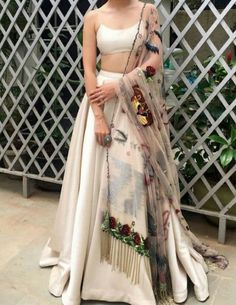 Indian lehenga - Unique Bridal Lehenga designs that is every Bride's pick in Dress Indian Style, Indian Look, Indian Ethnic Wear, Indian Skirt, Indian Lehenga, Lehenga Choli, Black Lehenga, Indian Bridal Outfits, Trendy Outfits