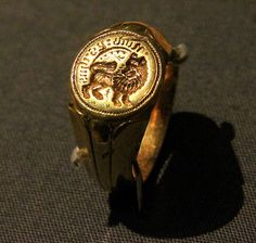 The Towton Ring at Battle of Towton, North Yorkshire 1461 Museum Ancient Jewelry, Old Jewelry, Antique Jewelry, Vintage Jewelry, Gentlemans Club, North Yorkshire, Wars Of The Roses, Plantagenet, Historical Art