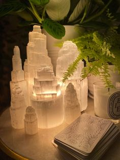 Crystals And Gemstones, Stones And Crystals, Crystal Room, Crystal Altar, Crystal Aesthetic, Deco Originale, Witch Aesthetic, Boho Aesthetic, Witchcraft