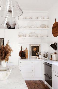 Kara Rosenlund - The Design Files Classic Kitchen, All White Kitchen, New Kitchen, Kitchen Decor, Kitchen Art, Kitchen Ideas, Kitchen Styling, Kitchen Wood, Stylish Kitchen