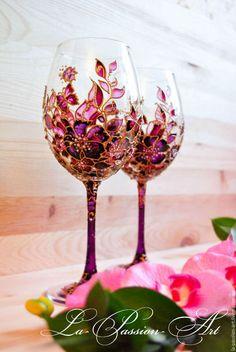 Купить или заказать Бокалы для вина 'Яркий букет' в интернет-магазине на Ярмарке Мастеров. Очень изысканные и утонченные бокалы для вина. Расписаны в ручную красками по стеклу итальянских производителей и декорированы стразами Swarovski. Жемчужина домашней коллекции!…