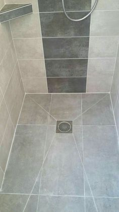 Kleiner duschraum Roll-in shower floor Roll-in shower floor How To Choose A Tool Box Yo Bathroom Tile Designs, Bathroom Design Luxury, Bathroom Design Small, Bathroom Layout, Narrow Bathroom, Master Bathroom, Bathroom Ideas, Small Shower Room, Small Showers