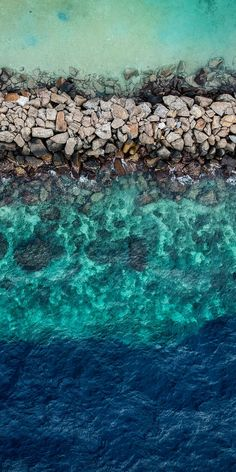 Drone photography of ocean beach Nature Iphone Wallpaper, Ocean Wallpaper, View Wallpaper, Apple Wallpaper, Aesthetic Iphone Wallpaper, Cool Wallpaper, Phone Backgrounds, Aesthetic Wallpapers, Phone Wallpapers
