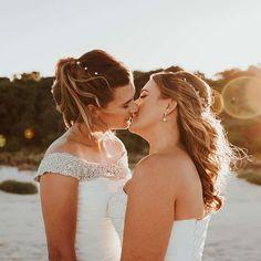 Hot Girls Kissing, Lesbians Kissing, Cute Lesbian Couples, Lesbian Love, Lgbt, Girls Show, Girls In Love, Wedding Kiss, Wedding Day