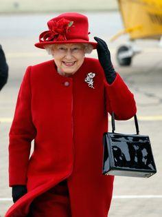 Saiba qual é a bolsa preferida da rainha Elizabeth                                                                                                                                                      Mais