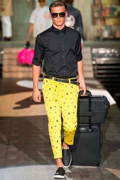 See all the Dsquared² Spring/Summer 2015 photos on Vogue. Fashion Week, Spring Fashion, Fashion Show, Mens Fashion, Milan Fashion, Spring Summer 2015, Fall 2015, Mode Style, Street Style