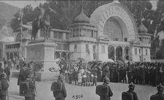 Ceremonia en la estatua de Simón Bolivar, en el Parque de la Independencia de Bogotá en 1910