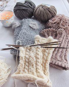 Du möchtest gerne wieder selber stricken? Dann komm in unsere Kurse!🧣#knitting #stricken #strickkurs #doityourself #mitbesterfreundin #wolle #handmade #schal #decke #handwärmer #gemeinsamdurchinsta #love #relaxing #cosytime #iblaursen #stoffigesundmehr #switzerland #zurich #winterthur #stgallen