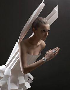 Papercraft couture – l'Officiel  Un originale progetto del duo creativo Alexandra Zaharova e Ilya Plotnikov di Doberman dal titolo Papercraf...
