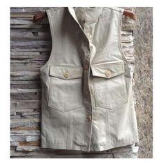 zpr 👩ADULTO👩 Marca MIXED Tamanho M  Colete de couro vintage da marca mixed. chique, para ser usado em todas as estações. argura das costa : 42cm  largura da frente : 42cm (abotoado) comprimento da nuca a bainha : 60cm  ombro a ombro : 34cm 💸💸 R$ 180,00  #enjoeietovendendo #desapegando #desapego #enjoei #lojavirtual #seminovo #outlet #brecho #lojaonline #bazar #off #sale #feminino #moda #fashion #liquidacao #saldo #instashop #ecommerce #compraonline #desapegodeluxo #oferta #wishlist…