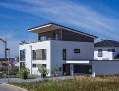 Ökologisch wohnen auf höchstem Niveau: moderner Balkon, Veranda & Terrasse von KitzlingerHaus GmbH & Co. KG