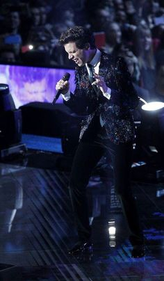Mika singing - Good Guys/Happy Ending - XF8
