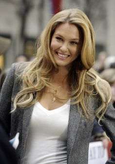 Bar Rafaeli: love her long layered hairYou can find Bar refaeli and more on our website.Bar Rafaeli: love her long layered hair Bar Refaeli, Beautiful Old Woman, Woman Smile, Long Layered Hair, Long Hair, Sport Girl, Gorgeous Hair, Mannequin, Sensual